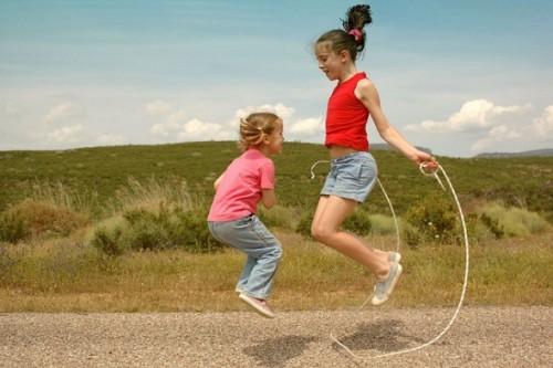 girls-jumping-rope