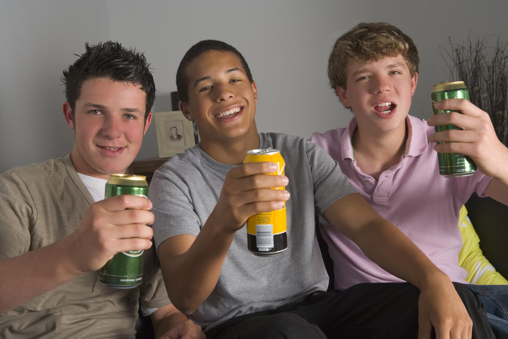 teenage-boys-drinking-beer.jpg