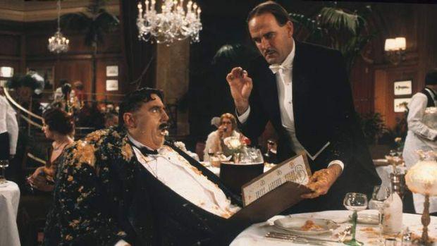 Cleese bring Monsieur a bucket